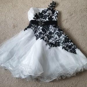 Dresses & Skirts - White with black flowere dress